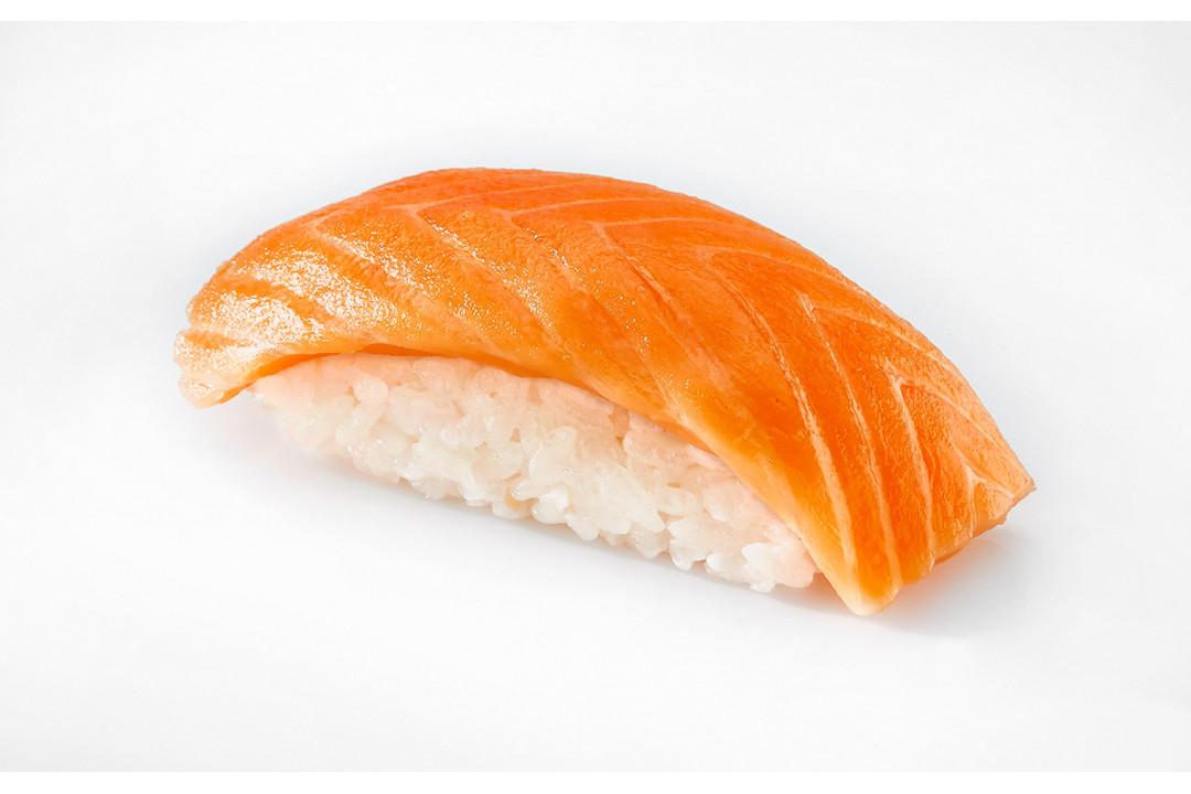 Суши с Копченым лососем 40 гр